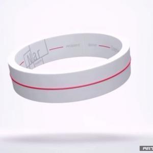 Maker Voice: 这个手环买定了!就冲它能用一台手机给另一台手机充电的份上